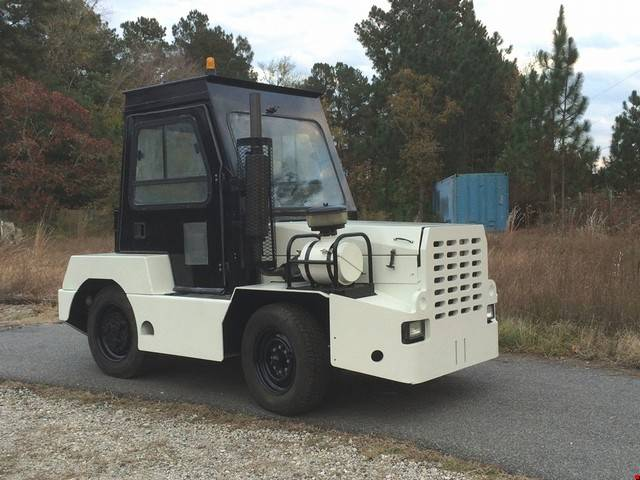 Diesel Operated Tow Tractor : Diesel nmc wollard tow tractors