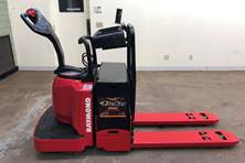 2011 Electric Raymond 8900 Electric Walkie/Rider Pallet Jack