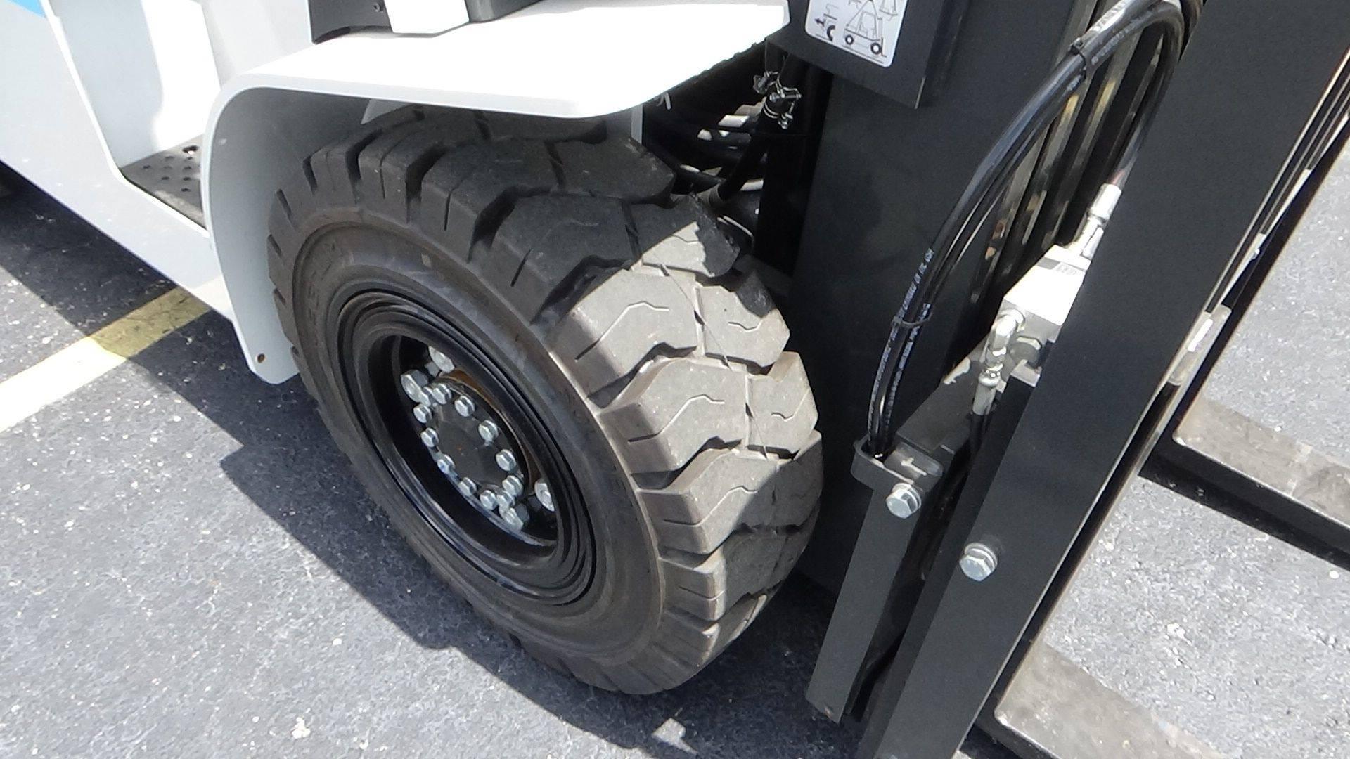 2019 Lp Gas Unicarriers Pf100 Pneumatic Tire 4 Wheel Sit Down